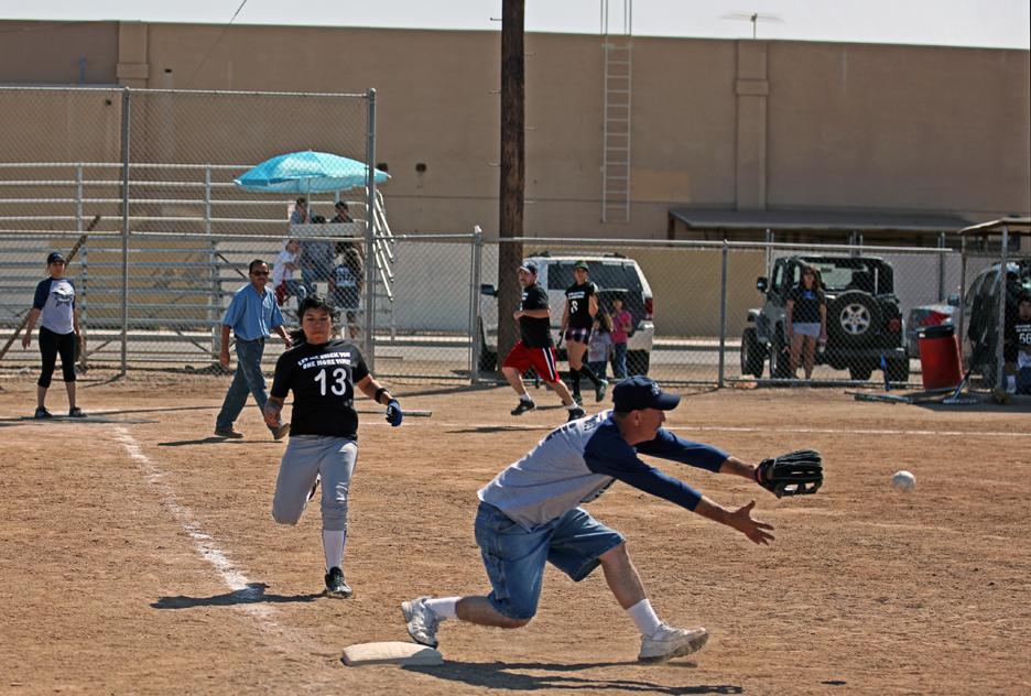 IMAGE: http://billppw350z.smugmug.com/Other/2010-M-V-Memorial-Softball/047W0901/822068232_MLSTX-XL.jpg