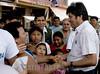 BOLIVIA - CHAPARE : Gente de Villa 14 de Septiembre, recibe a Presidente Evo Morales, para emitir su voto en elecciones 2010 . / People from Villa 14 de Septiembre, greets president Evo Morales, to cast their vote in 2010 elections. / Bolivien: Präsident Evo Morales wird am 04.04.2010 in Chapare von Indigenas während einer Wahlkundegebung begrüsst. © Daniel Caballero/LATINPHOTO.org