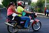 Nicaragua: Hombre lleva a su familia al peligro en una motocicleta por una de las calles de managua . / Man takes his family on a motorcycle in the streets of Managua. danger. traffic. / Nikaragua: Ein Mann fährt mit Frau und Kinder auf einem Motorrad auf einer Strasse in Managua. Gefährliche Beförderung. Fahrer mit Schutzhelm. Kinder und Frau ohne Schutz. © Inti Ocon/LATINPHOTO.org