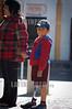 Niño con protesis mecánica en pierna