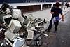 Argentina : Septiembre 22 , 2010 . Quilmes , Monitores de computadoras desechados atras de la estacion de trenes de Once / Argentinien : Elektroschrott - Monitore - Monitor - Bildschirm © Kala Moreno Parra/LATINPHOTO.org