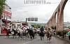 Mexico: Hacen cabalgata del municipio de Jalpan hasta Queretaro , hasta llegar al cerro de las campanas mas de 400 caballos . / Annual cabalgata (pilgrimage) which pilgrims, mostly on horseback, ride. / Mexiko: Prozession von Pilger auf Pferden auf dem Weg von Jalpan nach Queretaro. © Nayeli Rosas/LATINPHOTO.org