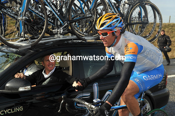 David Millar says Hi to Sky's directeur-sportif, Scott Sunderland...