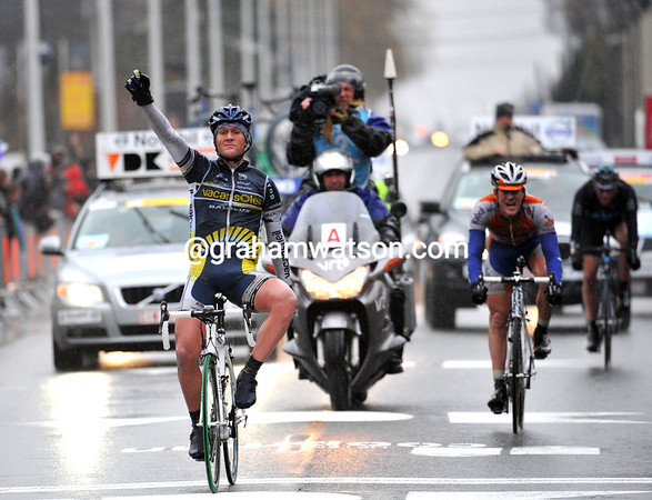 Bobby Tracksel wins Kuurne-Brussels-Kuurne ahead of Flens and Stannard - just 26 cyclists finished this Classic..!
