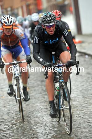 Stannard leads the escape up the cobbled Kruisberg ascent - they are pulling away now...