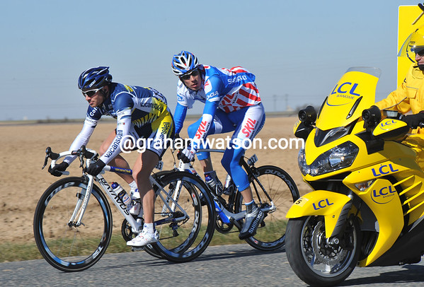Roman Feillu and Albert Timmer are speeding away from the peloton - they have five minutes lead already..!