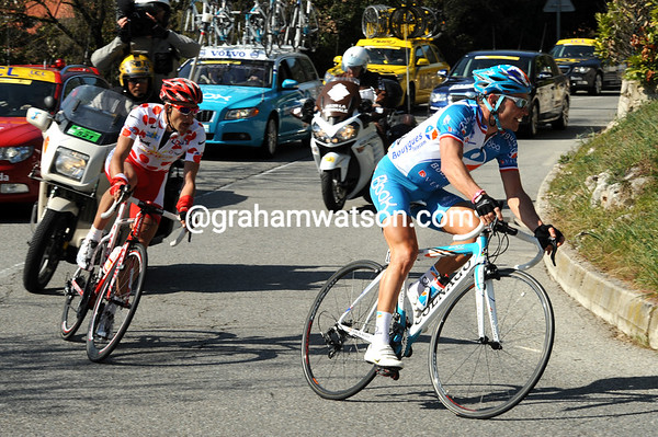 Voeckler leads Moinard on to the Col d'Eze with about 25-kilometres to go...