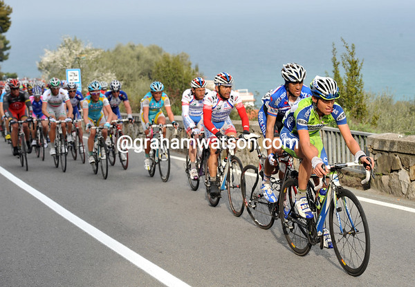 Liquigas lends its power to the chase on the Capo Berta...