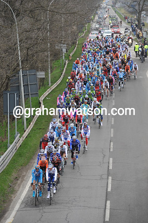 Incredibly, the peloton is already 15 minutes down after 30-kilometres of racing..!