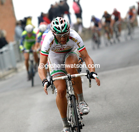 Pozzato has made a gap himself - now he wishes he could fly..!