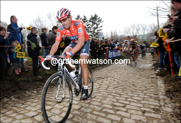 The Molenberg witnesses the big attack by Cancellara...