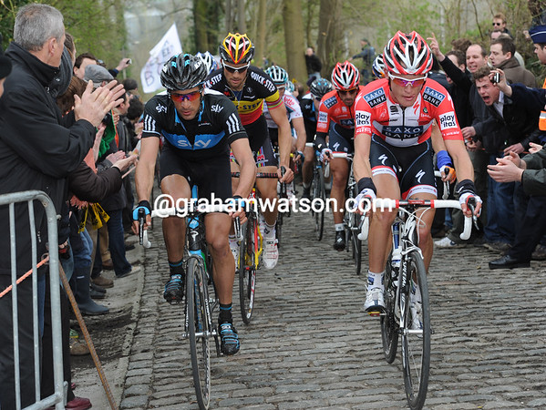 Matti Breschel and Juan Antonio Flecha lead the chase on the Taaienberg - there's still a two-minute gap...