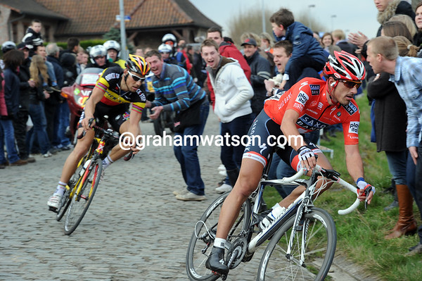 Cancellara and Boonen are gaining time on everyone as the Berendries approaches...