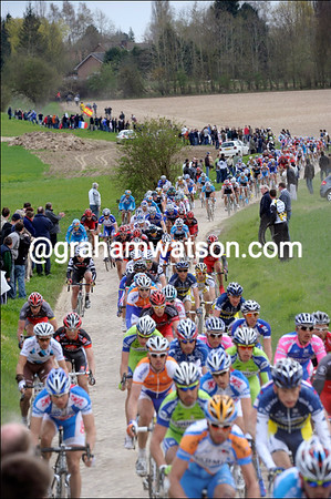 This is still a big peloton, courtesy of the strong headwinds today...