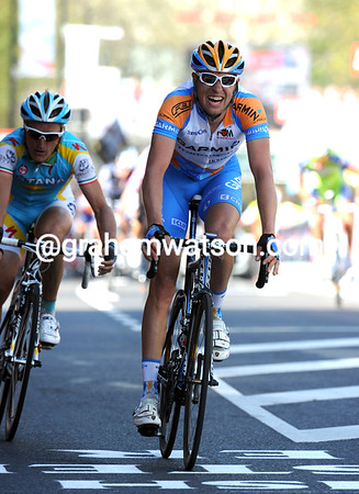 Ryder Hesjedal takes a great second-place from Enrico Gasparotto...