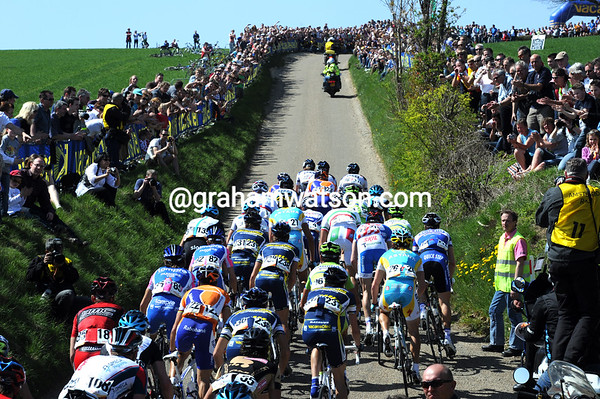 Thousands of fans await the peloton on the Gulpenerberg...