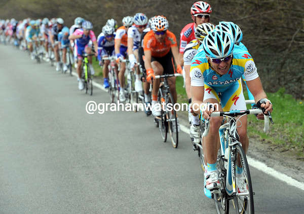 Astana is put to work in pursuit, but it's not an easy task...