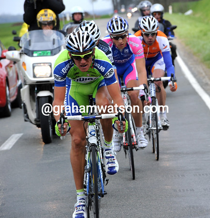 Roman Kreuziger is in the escape and looking frighteningly strong - they have a 40-seconds lead...
