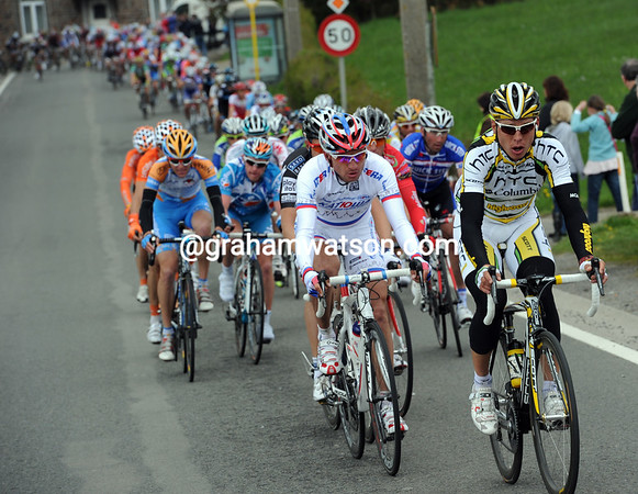 Tony Martin has got the peloton in smitthereens on Ben-Ahin, the elastic is about to break...