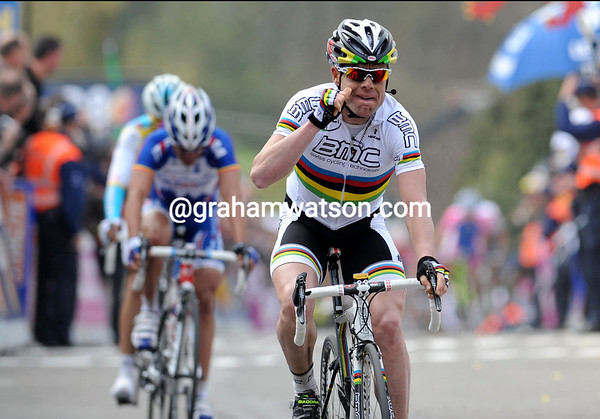 Cadel Evans has won the Fleche Wallonne after passing Contador with just 70-metres to go..!