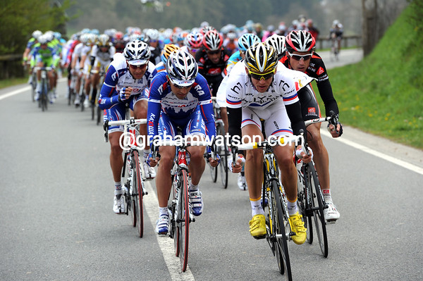 The teams of Columbia and Katusha have come to the aid of Astana, and are closing in on the Kreuziger-Schleck escape...
