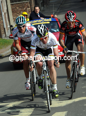 Evans is marked by Gilbert and Valverde as the chase approaches the Cote de Saint Nicholas...