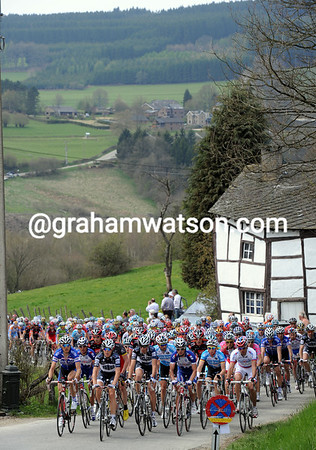 The peloton is still well-bunched on the Cote de Wanne...