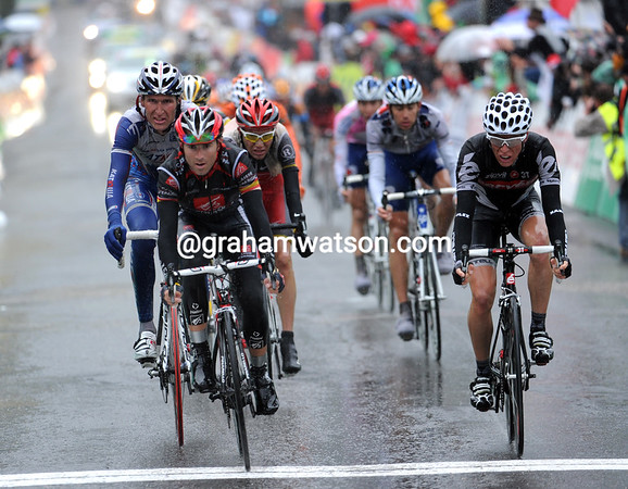 Alejando Valverde takes 3rd place to keep the pressure on race-leader Michael Rogers before tomorrow's final stage...
