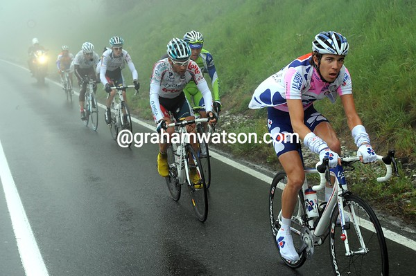 Thibout Pineau takes his turn in the escape as the mist comes down on the race - they have less than two minutes lead