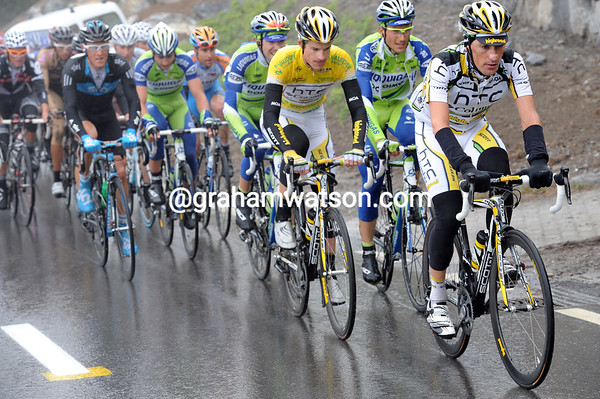 Marco Pinotti is riding shotgun for Michael Rogers to keep the break within reach...