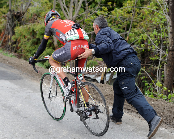 Brajkovic has had a fat tire on the descent - he now has to chase to get back to the Rogers group...