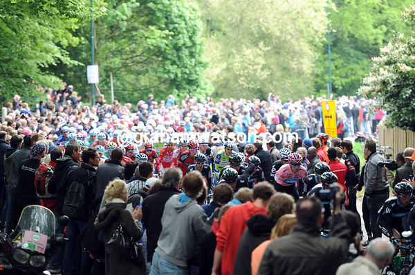 Massive crowds greet the Giro as it climbs a hill - yes, there are hills in this country..!
