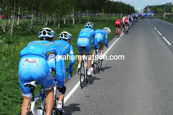 Right race, wrong team - the Panaria-Colnago team is struggling to keep pace already...