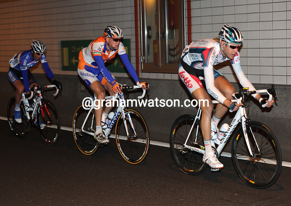 Kaisen leads the trio through the Benelux tunnel under Rotterdam - they have an eight-minute lead...