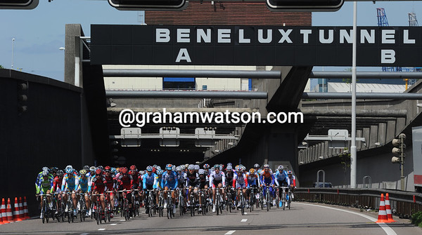 The peloton saunters out of the tunnel as well - it'll be feeding time soon..!