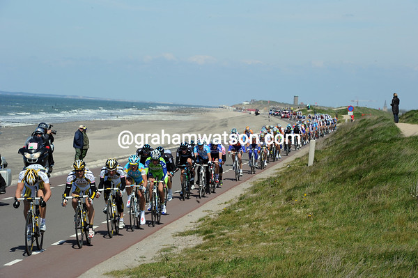 Columbia is on the attack as the race hits sidewinds on an exposed coastline...