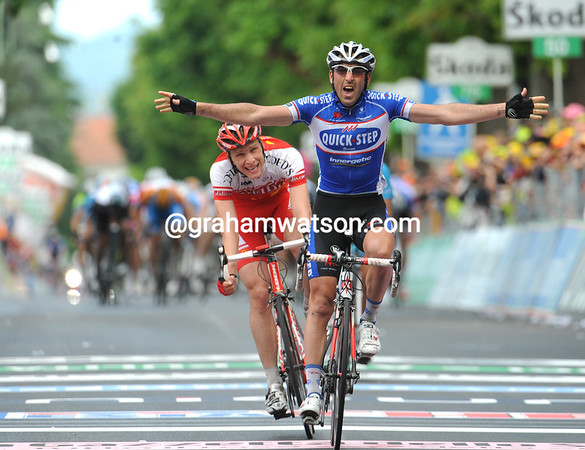 Jerome Pineau wins stage five into Novi Lgure ahead of Fouchard and Arashiro and the peloton...