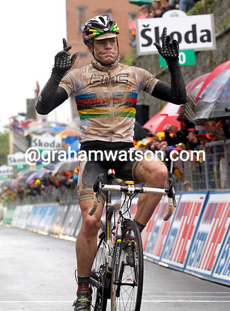 Cadel Evans wins stage seven on the uphill finish into Montalcino...