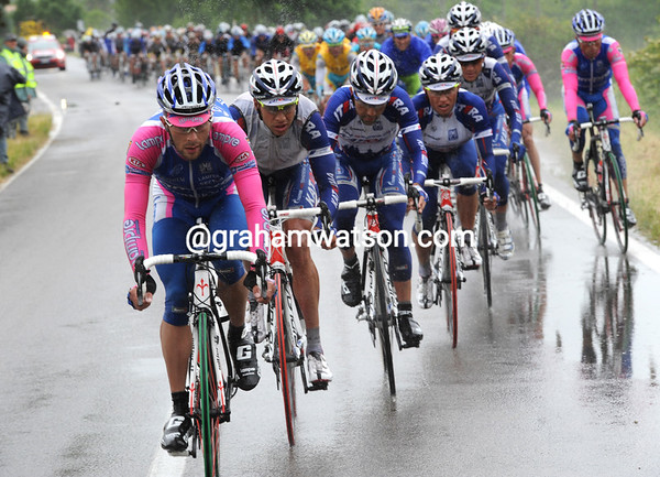 Lampre and Katusha have shredded the peloton in a bigger chase - the gap is within four minutes now...