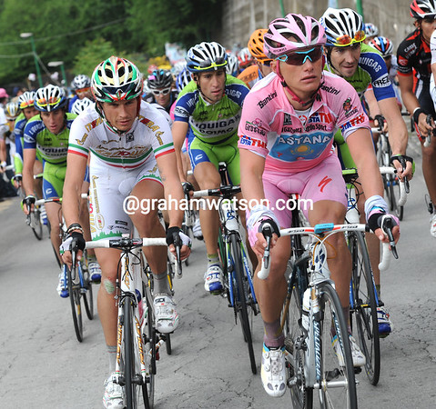 Katusha's Pozatto looks poised for the big sprint, next to Vinokourov - Ignatiev cannot stay away alone...