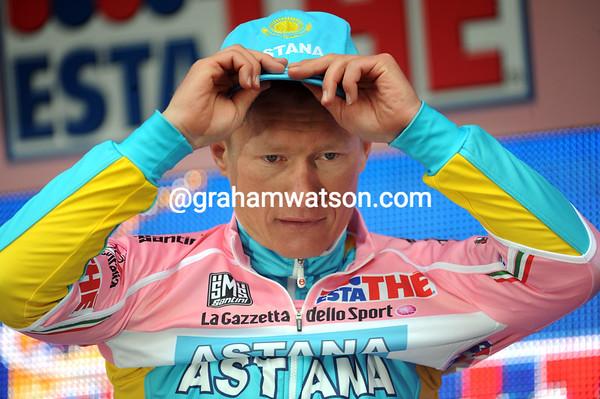 Alexandre Vinokourov looks invincible on the podium...