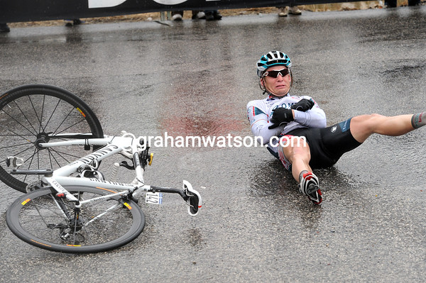 Ouch - Bakelants hits the deck and loses a great chance to win the stage...
