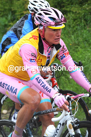 Even Vinokourov looks worried at the goings on...