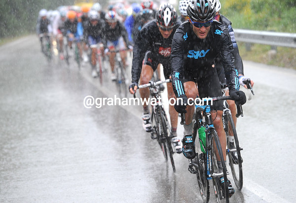 Steven Cummings isn't exactly singing in the rain, but he's keeping the escape - and Bradley Wiggins - over 15-minutes ahead of Vinokourov and Evans...