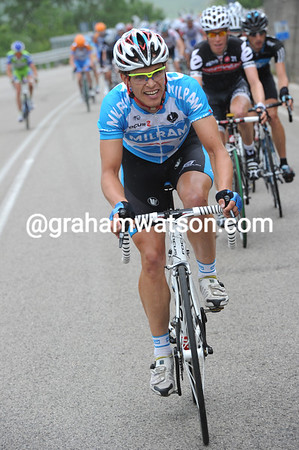 There's a lot of attacks on the gradual uphill start - Linus Gerdemann is setting the pace...