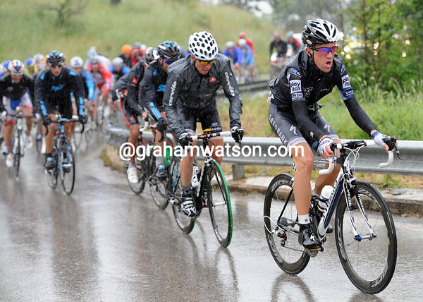 Chris Anker Sorensen is helping Saxo Bank carry Porte into the Maglia Rosa - at 40-kilometres from the finish they still have 13-minutes lead..!