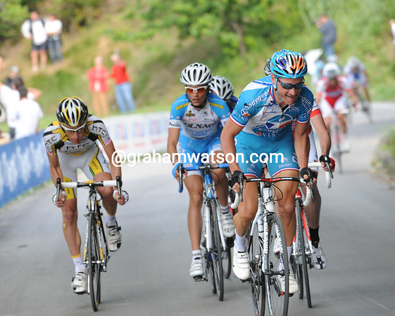 Thomas Voeckler has joined in this attack and is really going for it..!