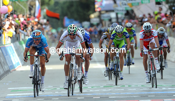 France versus Italy - Voeckler and Pozatto fight it out to the line...