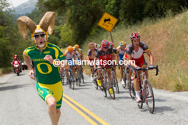 Dore Holte was on the top of this climb as well, now sporting an outfit in honor of Horner.