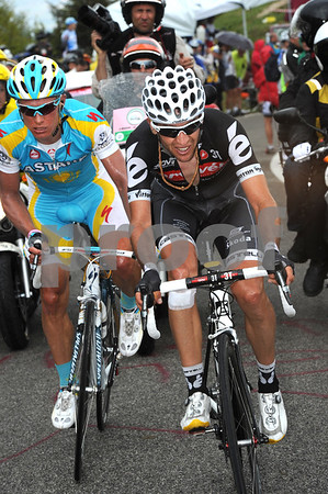 Sastre and Vinokourov are about 45-seconds down near the top...